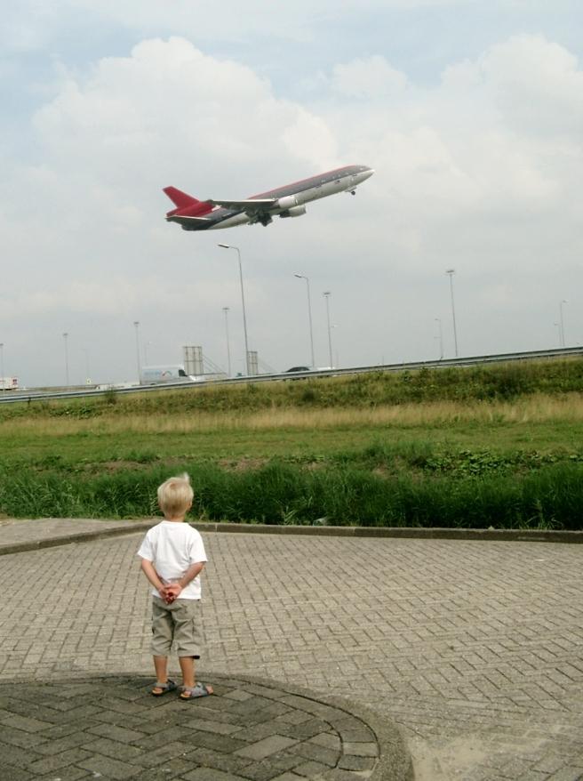 ninos-avion